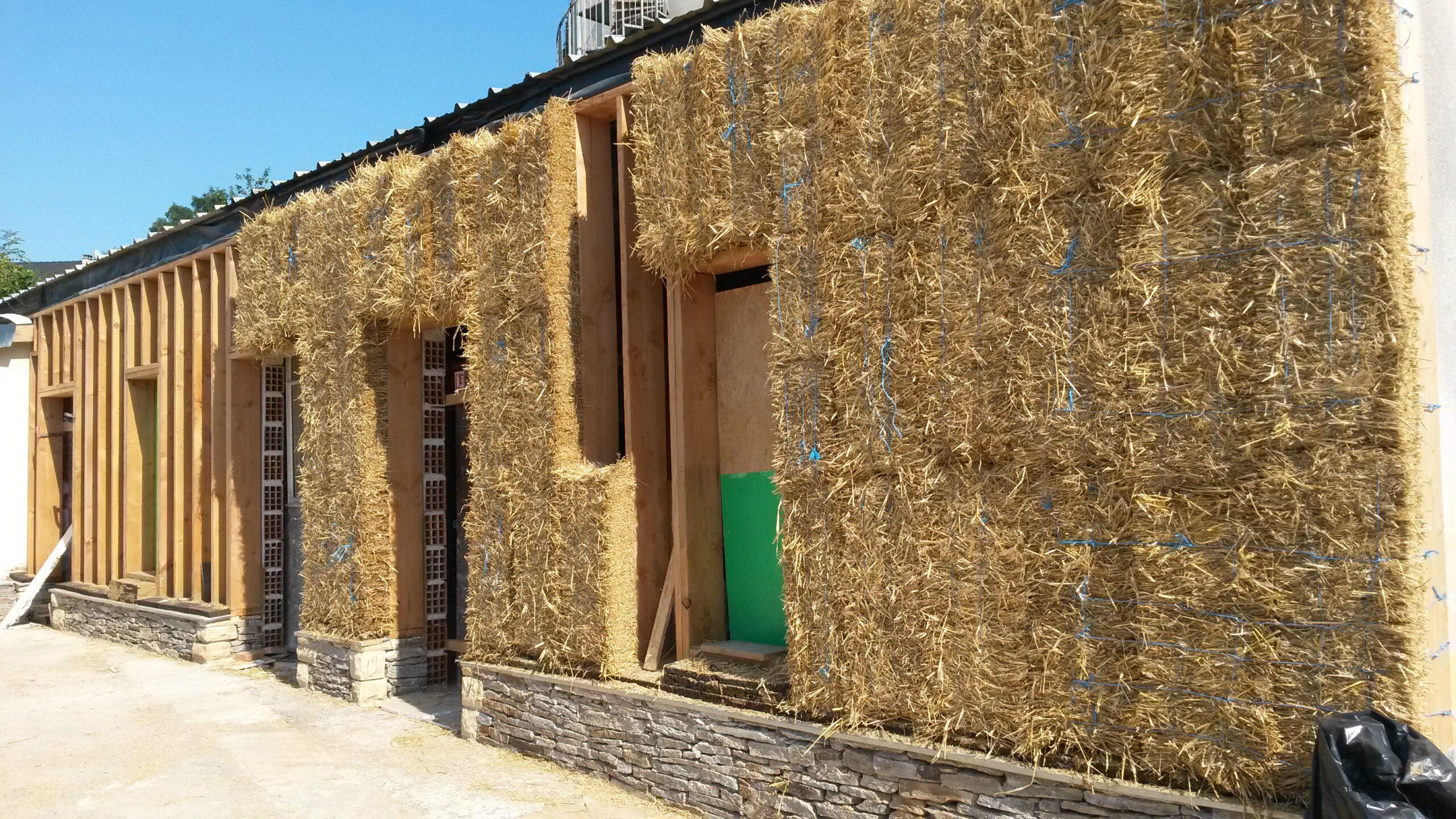 Mur isolant en bottes de pailles ossature bois