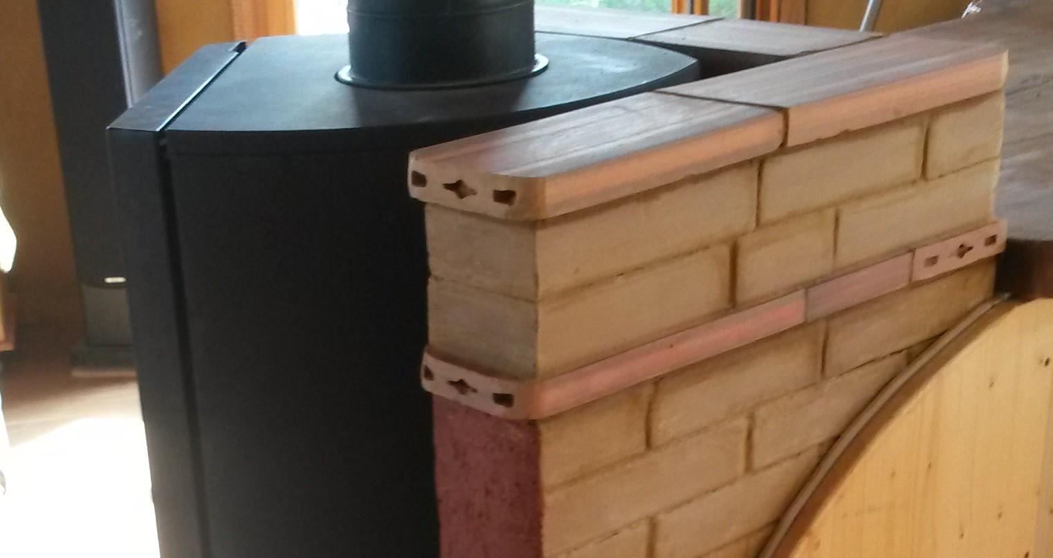 Mur d'inertie en briques de terre crue